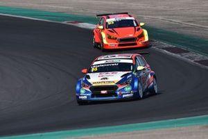 Igor Stefanovski, AKK Stefanovski, Hyundai i30 N TCR davanti a Mauro Guastamacchia, Hyundai i30 N TCR, Team Aggressive Italia