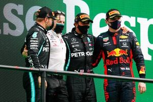 Valtteri Bottas, Mercedes-AMG F1, 2nd position, Peter Bonnington, Race Engineer, Mercedes AMG, Lewis Hamilton, Mercedes-AMG F1, 1st position, and Max Verstappen, Red Bull Racing, 3rd position, on the podium