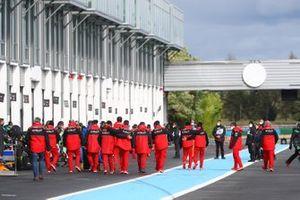 Il Team Ducati lascia il podio dopoi festeggiamenti per la vittoria di Scott Redding, Aruba.it Racing Ducati