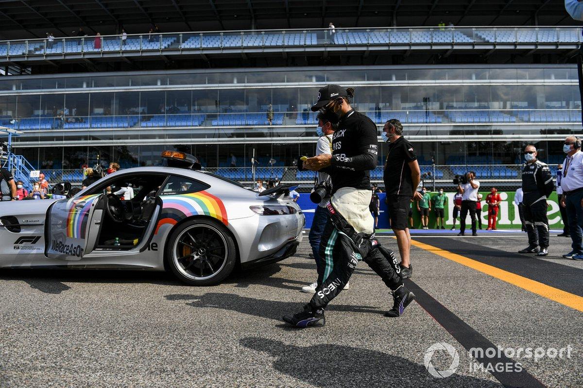 Lewis Hamilton, Mercedes-AMG F1, sulla griglia