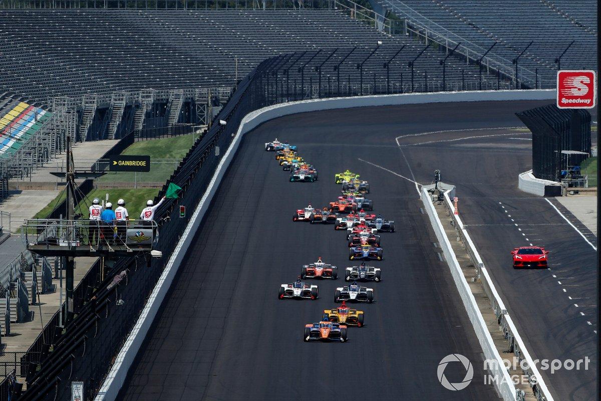 Scott Dixon, Chip Ganassi Racing Honda lidera en el reinicio