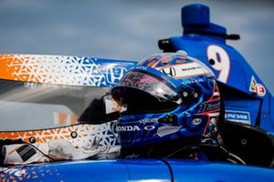 Scott Dixon, Chip Ganassi Racing Honda celebrates winning the Bommarito Automotive Group 500 Race 1