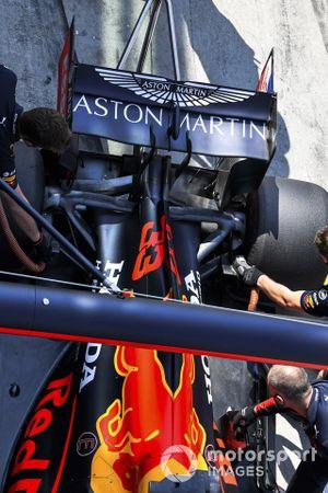 Max Verstappen, Red Bull Racing RB16, dans les stands