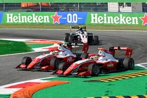 Oscar Piastri, Prema Racing and Logan Sargeant, Prema Racing battle