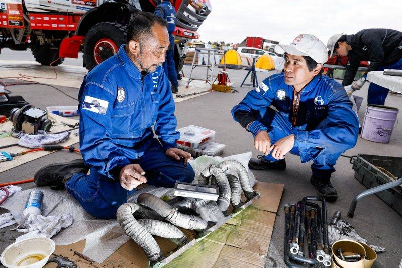 Hino team mechanics