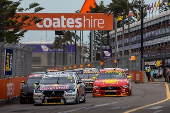 Start der Supercars 2019 in Newcastle: Jamie Whincup, Triple Eight Race Engineering Holden, führt
