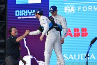 Alexander Sims, BMW I Andretti Motorsports, Michael Andretti, Chief Executive Officer e Presidente Andretti Autosport, sul podio