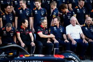 Toyoharu Tanabe, F1 technisch directeur Honda, Masashi Yamamoto, algemeen manager Honda Motorsport, Christian Horner, teambaas Red Bull Racing, Helmut Marko, Consultant, Red Bull Racing en Adrian Newey, Chief Technical Officer, Red Bull Racing