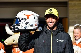 Daniel Ricciardo, Renault F1 Team, meets Texas Longhorn cheerleaders, and displays a new helmet design