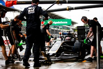 Romain Grosjean, Haas F1 Team VF-19, makes a pit stop during practice