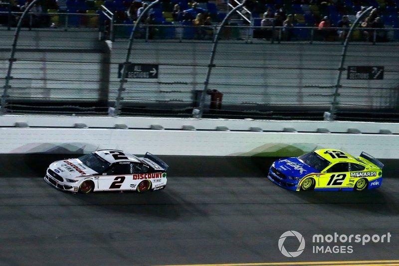 Brad Keselowski, Team Penske, Ford Mustang Discount Tire, Ryan Blaney, Team Penske, Ford Mustang Menards / Peak