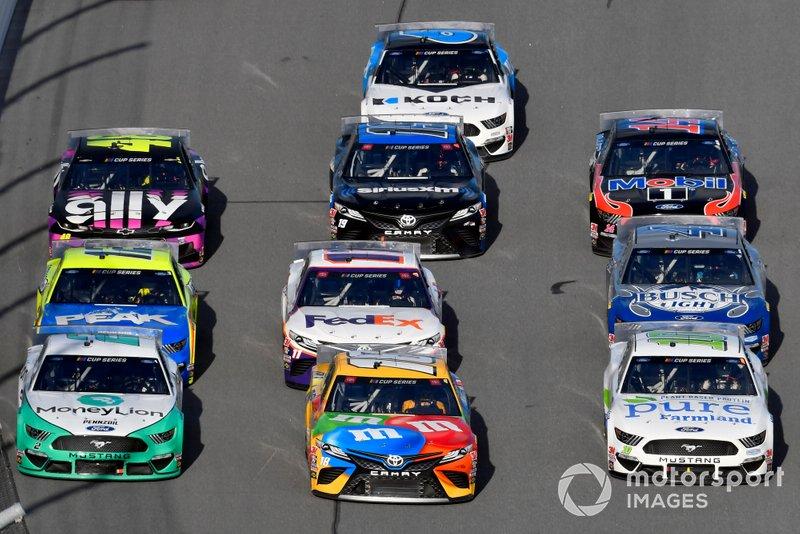 Брэд Кеселовски, Team Penske, Ford Mustang MoneyLion, Кайл Буш, Joe Gibbs Racing, Toyota Camry M&M's, и Арик Альмирола, Stewart-Haas Racing, Ford Mustang Pure Farmland