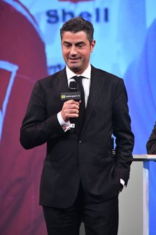 Michael Masi, director de carrera de la F1, recoge el Premio John Bolster Award en honor a Charlie Whiting