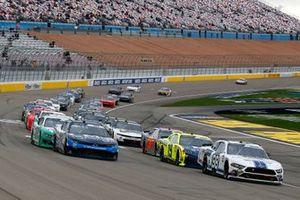 Chase Briscoe, Stewart-Haas Racing, Ford Mustang Ford Performance Racing School and Ryan Sieg, RSS Racing, Chevrolet Camaro CMR Roofing restart