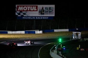 Renn-Action beim Petit Le Mans 2019 bei Nacht