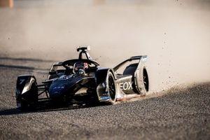 Nico Muller, Dragon Racing, Penske EV-4, passa sulla ghiaia