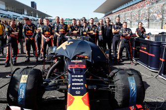 Los mecánicos de Max Verstappen, Red Bull Racing RB15