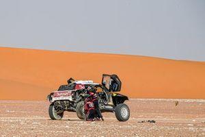 #305 JCW X-Raid Team: Carlos Sainz, Lucas Cruz stops