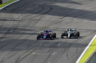 Pierre Gasly, Toro Rosso STR14, and Lewis Hamilton, Mercedes AMG F1 W10, race towards the chequered flag
