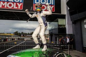 Podio: ganador #7 Bentley Team M-Sport Bentley Continental GT3: Jules Gounon