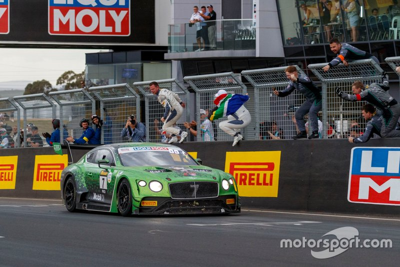 I vincitori #7 Bentley Team M-Sport Bentley Continental GT3: Jules Gounon, Maxime Soulet, Jordan Pepper