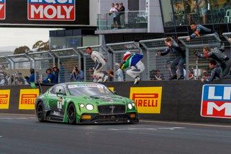 Winners #7 Bentley Team M-Sport Bentley Continental GT3: Jules Gounon, Maxime Soulet, Jordan Pepper