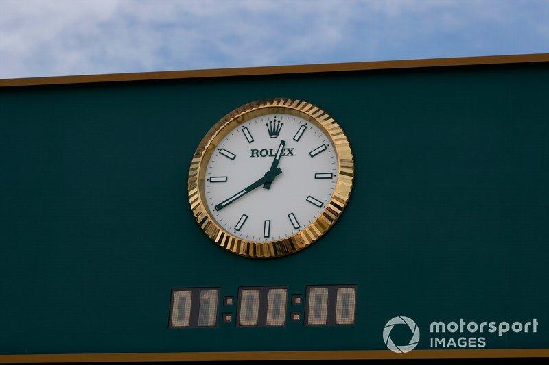 One hour to go, Rolex