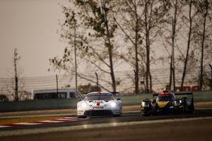 Микаэль Кристенсен и Кевин Эстре, Porsche GT Team, Porsche 911 RSR-19 (№92); Тун Хопинь, Габриэль Обри и Уилл Стивенс, Jackie Chan DC Racing, Oreca 07 (№37)
