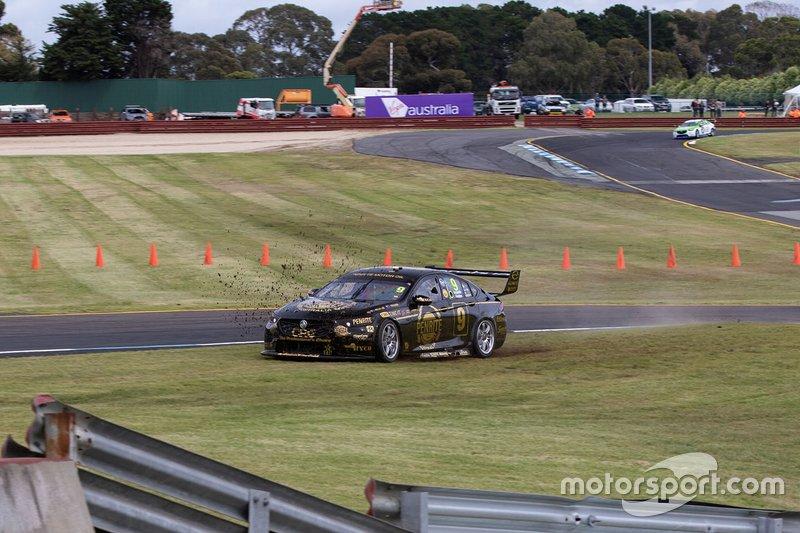 David Reynolds, Luke Youlden, Erebus Motorsport Holden run wide