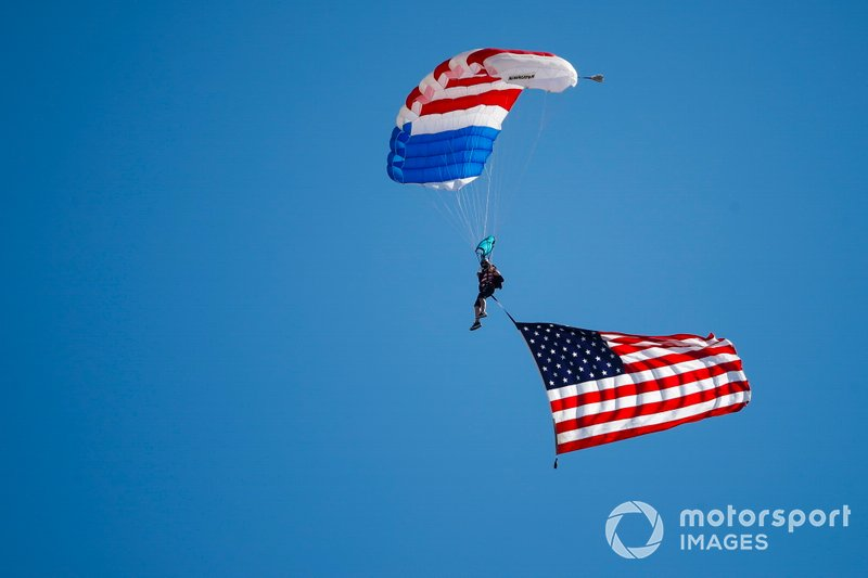 Pre-race airshow, flyover and parachute jump