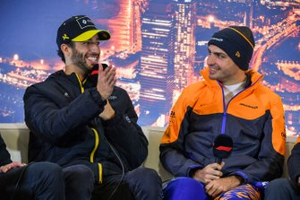 Daniel Ricciardo, Renault F1, and Carlos Sainz Jr., McLaren, in the press conference