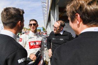 Edoardo Mortara, Venturi talks with his team in the pit lane