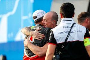 Andre Lotterer, Porsche es felicitado por su equipo en el podio