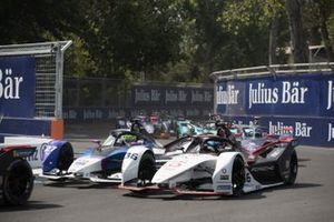 Alexander Sims, BMW I Andretti Motorsports, BMW iFE.20 battles with Andre Lotterer, Porsche, Porsche 99x Electric