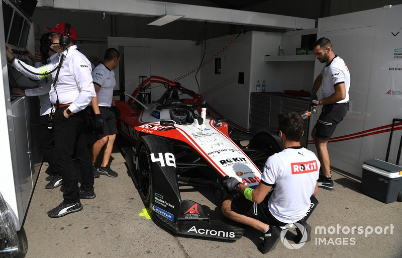 Edoardo Mortara, Venturi, EQ Silver Arrow 01 in the garage