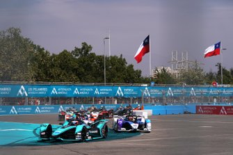 Mitch Evans, Jaguar Racing, Jaguar I-Type 4, Maximilian Günther, BMW I Andretti Motorsports, BMW iFE.20, at the start of the race