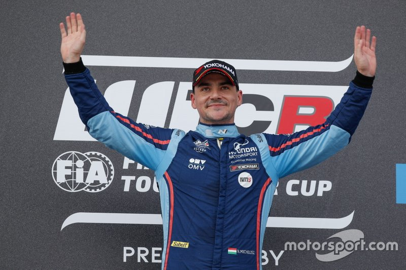 Podium: Race winner Norbert Michelisz, BRC Hyundai N Squadra Corse Hyundai i30 N TCR