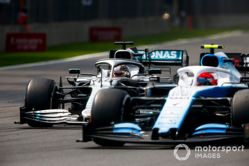Lewis Hamilton, Mercedes AMG F1 W10 lotta con Robert Kubica, Williams FW42