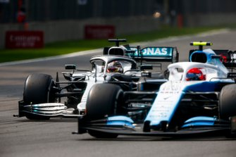 Lewis Hamilton, Mercedes AMG F1 W10 and Robert Kubica, Williams FW42 battle