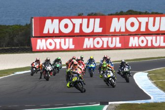 Valentino Rossi, Yamaha Factory Racing leads at the start of the race