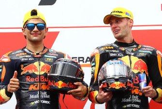 Podium : le vainqueur Jorge Martin, KTM Ajo, et le deuxième Brad Binder, KTM Ajo