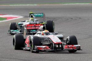 Lewis Hamilton, McLaren MP4-27 Mercedes, precede Nico Rosberg, Mercedes F1 W03