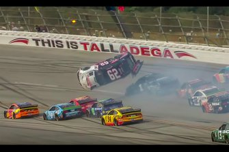 Crash: Brendan Gaughan, Beard Motorsports, Chevrolet Camaro Beard Oil Distributing / South Point Hotel & Casino (Screenshot)