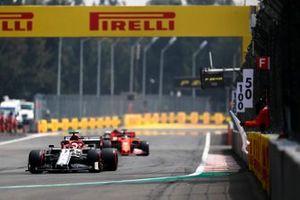 Kimi Raikkonen, Alfa Romeo Racing C38, Sebastian Vettel, Ferrari SF90