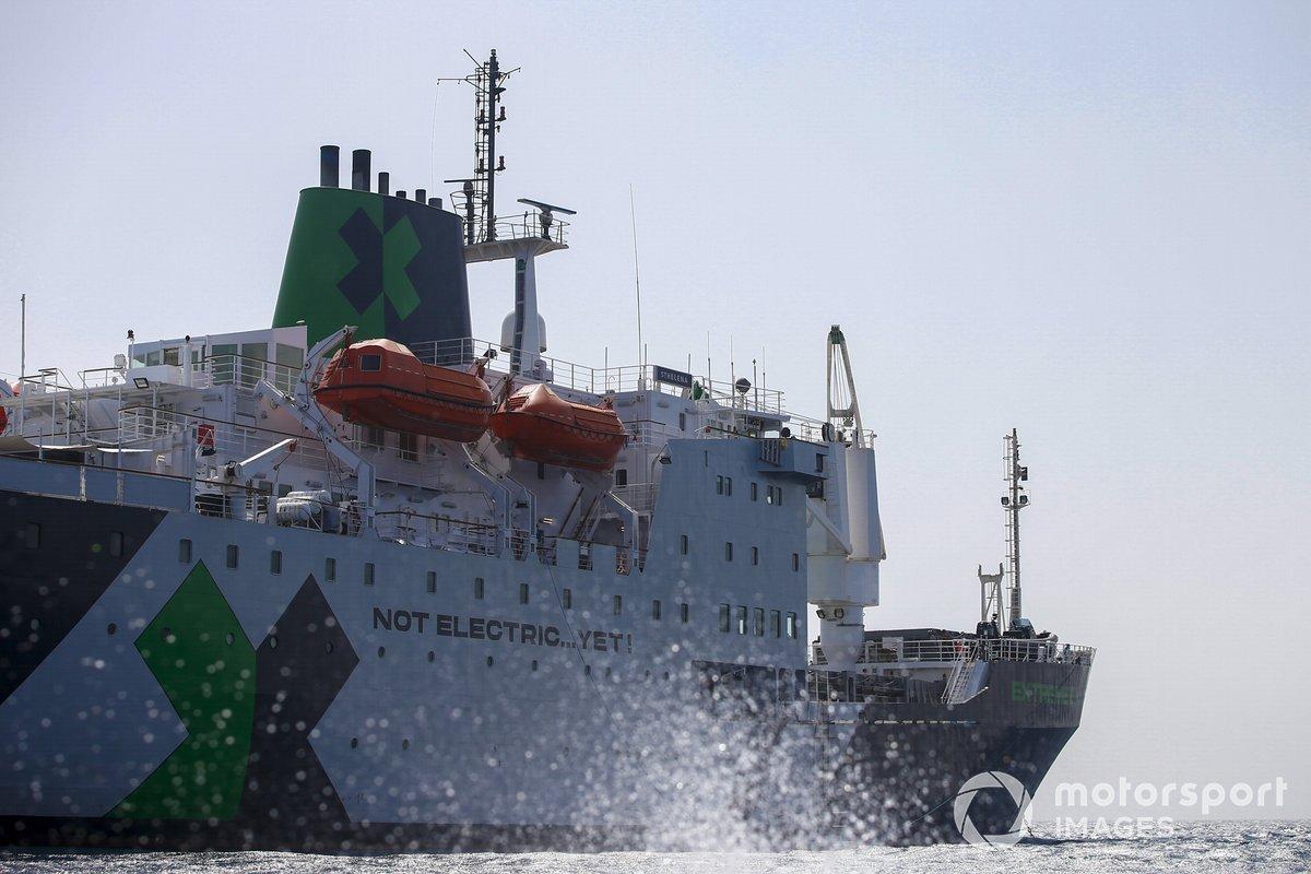 El barco logístico de St Helena