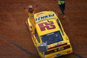 Joey Logano, Team Penske, Ford Mustang Shell Pennzoil celebrates his win