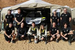 Jenson Button, JBXE Extreme-E Team, and Mikaela Ahlin-Kottulinsky, JBXE Extreme-E Team, with their team