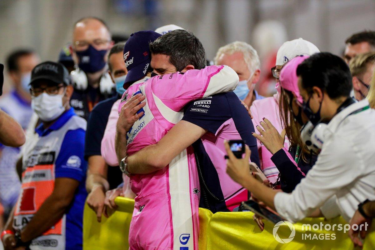 Sergio Perez, Racing Point, festeggia la vittoria con il suo team