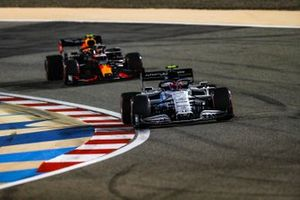 Pierre Gasly, AlphaTauri AT01, Alex Albon, Red Bull Racing RB16