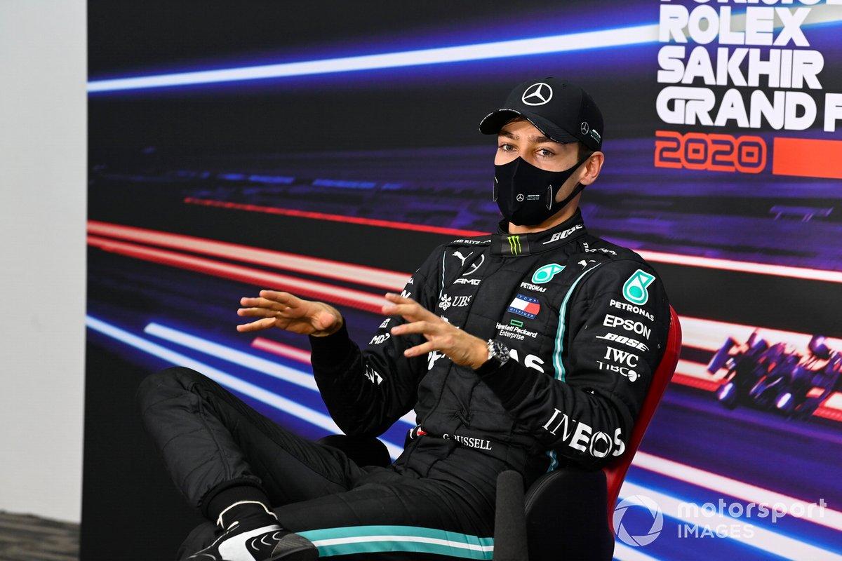 George Russell en la conferencia de prensa, Mercedes-AMG F1